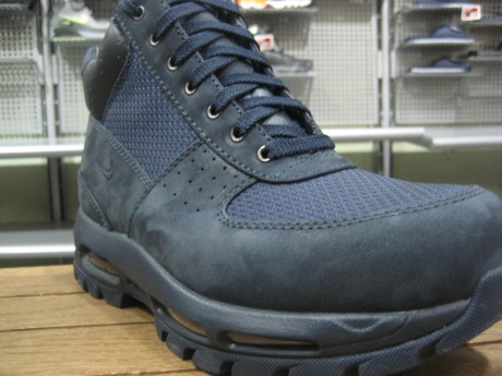 ... CLASSIC NIKE GOADOME COME BACK FOR THE FALL IN NAVY SUEDE WITH MESH TOE  BOX AND Nike ACG ... a797c647899e
